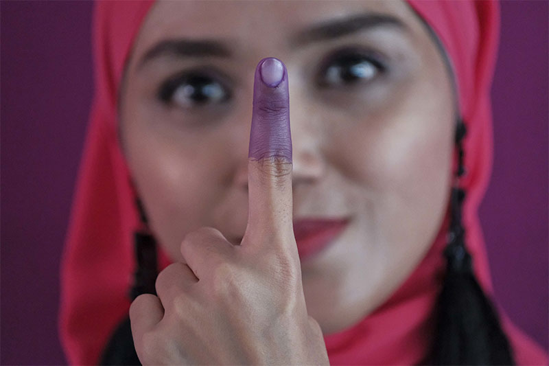 A Malaysian Muslim woman shows her inked finger after casting her ballot during the voting day of general elections in Kuala Lumpur, Malaysia, on Wednesday, May 9, 2018.Photo: Associated Press