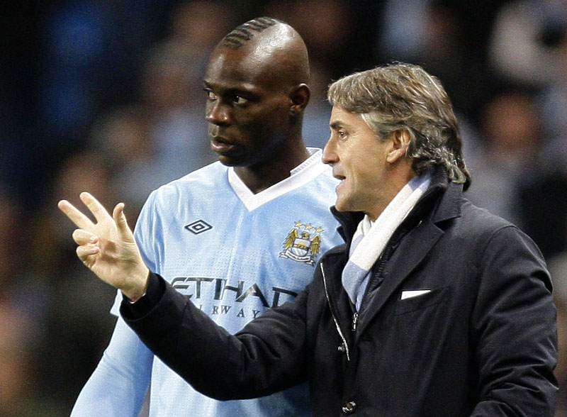 File Photo:Manchester City's manager Roberto Mancini, right, issues instructions to Italian stiker Mario Balotelli during the team's 3-0 win over Stoke in their English Premier League match, at The Etihad Stadium, Manchester, England, on Dececmber 21, 2011. Photo: Associated Press