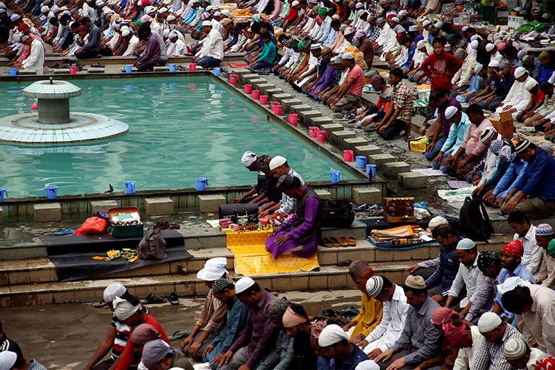 Nepali Muslims attend Friday prayers during the Muslim holy month of Ramadan in Kathmandu, Nepal May 18, 2018. Photo: Reuters