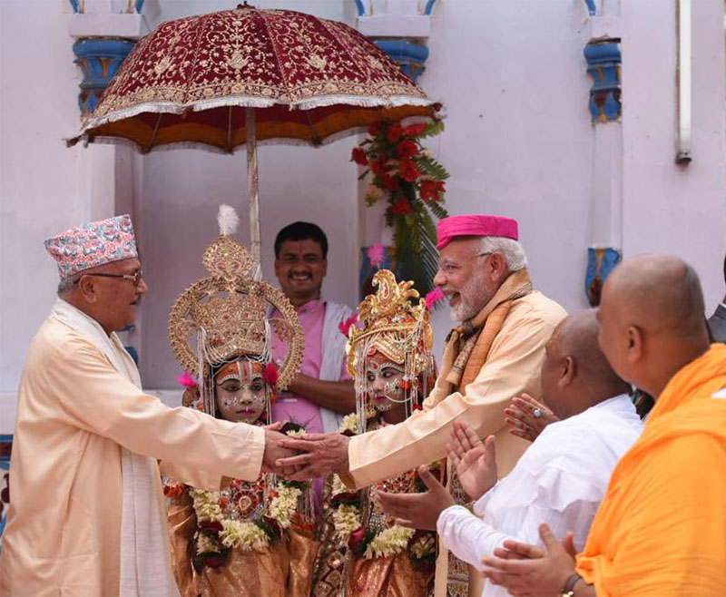 Prime Minister KP Sharma Oli welcomes his Indian counterpart Narendra Modi at Janaki Temple, in Janakpur, on Friday, May 11, 2018. Photo: MEA India/Twitter