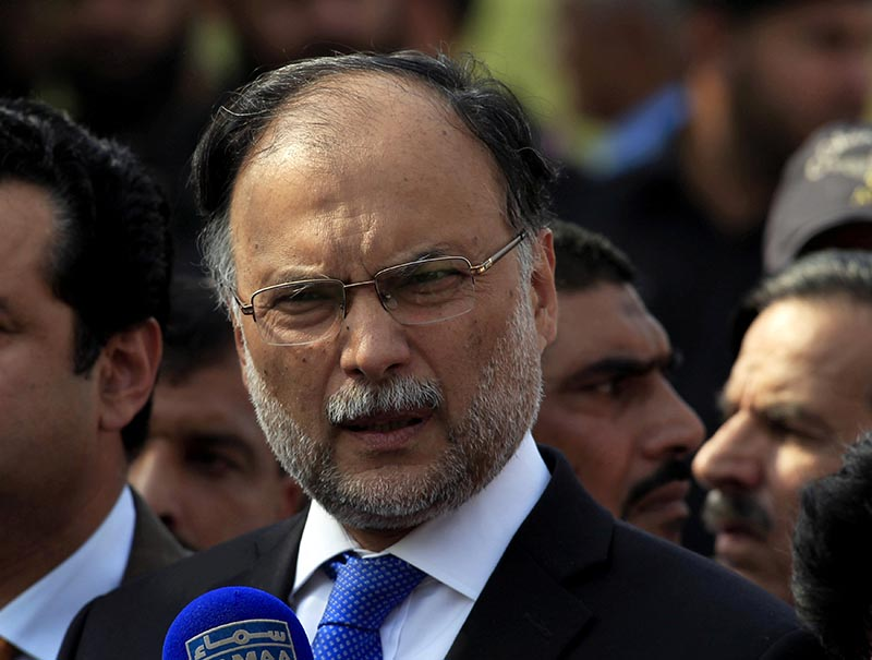 Pakistan's Interior Minister Ahsan Iqbal speaks to media outside the accountability court in Islamabad, Pakistan, on October 2, 2017. Photo: Reuters/ File
