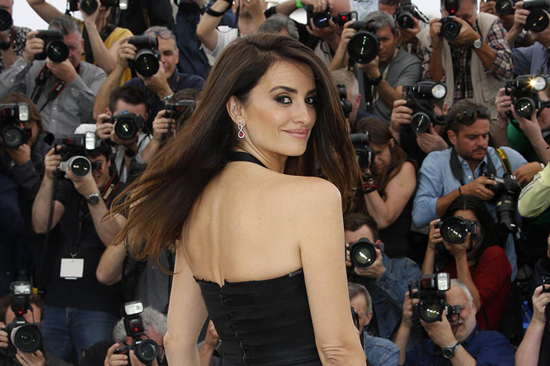 Everybody Knows cast member Penelope Cruz pose for camera while attending 71st Cannes Film Festival in Cannes, France, on Wednesday, May 09, 2018. Photo: Reuters