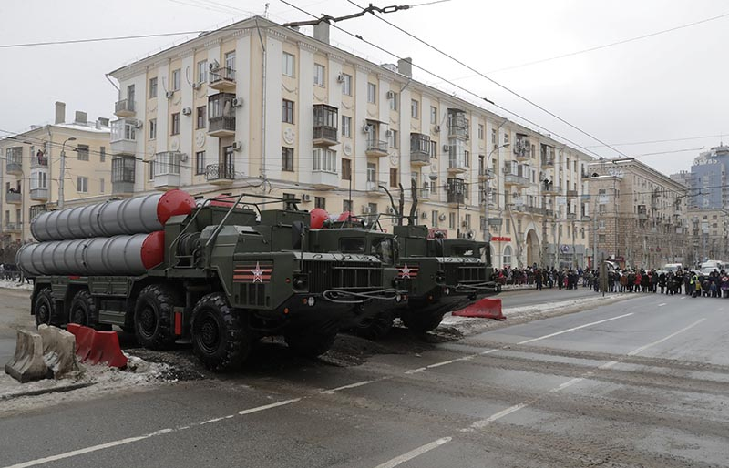 File - Russian S-400 missile air defence systems drive during the military parade to commemorate the 75th anniversary of the battle of Stalingrad in World War Two, in the city of Volgograd, Russia, on February 2, 2018. Photo: Reuters