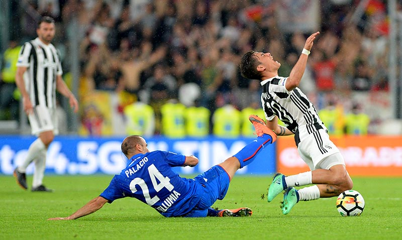 Bologna's Rodrigo Palacio in action with Juventus' Paulo Dybala during the Serie A match between Juventus and Bologna, at Allianz Stadium, in TUrin, Italy, on May 5, 2018. Photo: Reuters