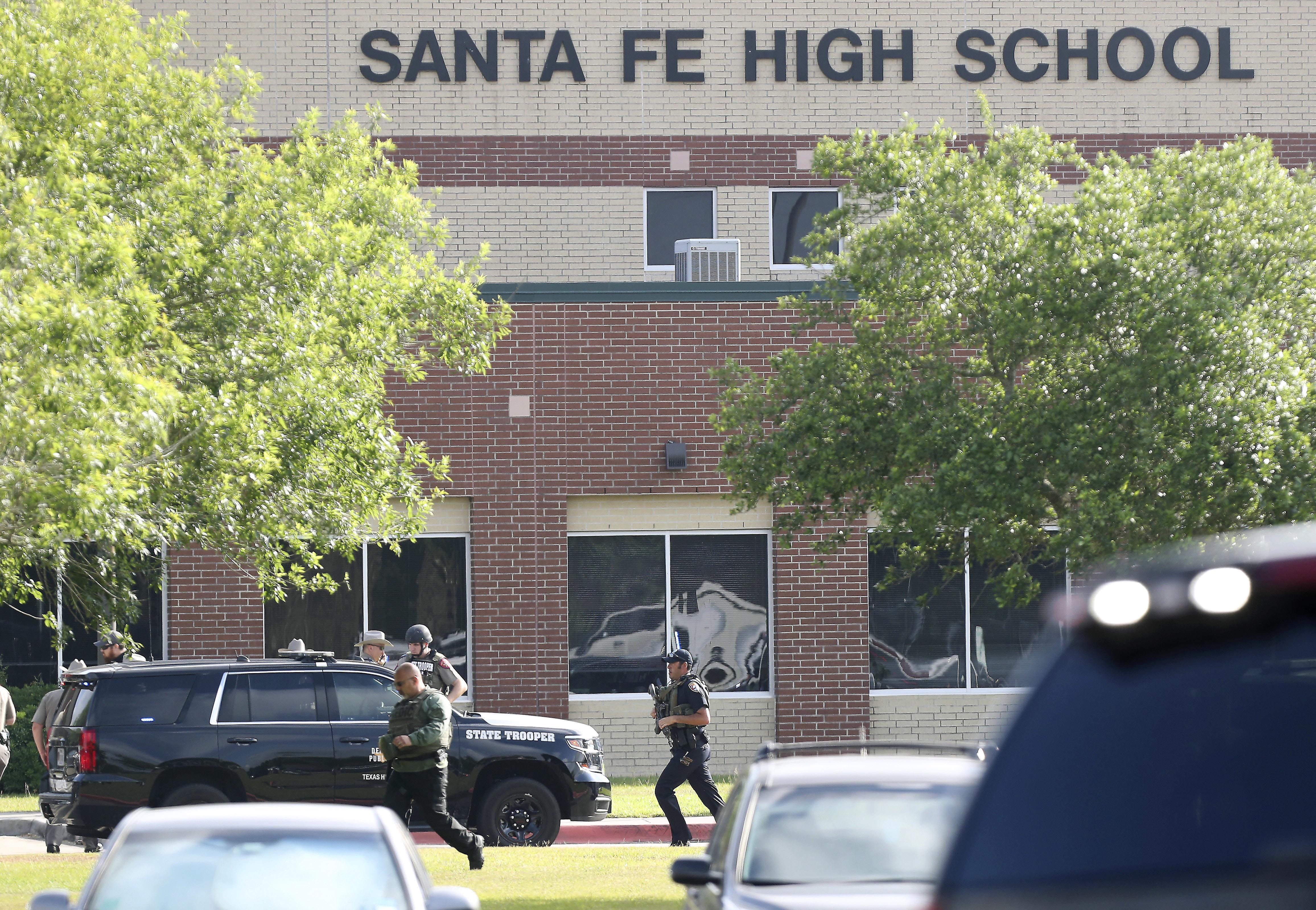 Law enforcement officers respond to Santa Fe High School after an active shooter was reported on campus, in Santa Fe, Texas, on Friday, May 18, 2018. Photo: Steve Gonzales/Houston Chronicle via AP