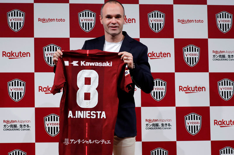 Spain midfielder Andres Iniesta poses with his new team jersey at a news conference to announce signing for J-League side Vissel Kobe in Tokyo, Japan May 24, 2018.  REUTERS/Toru Hanai