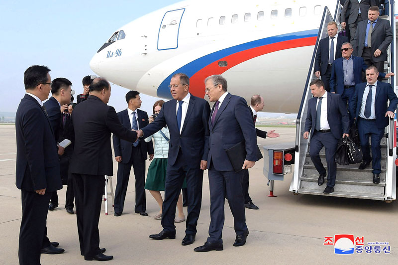 Russian Foreign Minister Sergei Lavrov is welcomed during a visit to Pyongyang, North Korea in this handout picture released by North Korea's Korean Central News Agency (KCNA) on May 31, 2018. KCNA/via REUTERS ATTENTION EDITORS - THIS PICTURE WAS PROVIDED BY A THIRD PARTY. REUTERS IS UNABLE TO INDEPENDENTLY VERIFY THE AUTHENTICITY, CONTENT, LOCATION OR DATE OF THIS IMAGE. NO THIRD PARTY SALES. SOUTH KOREA OUT.