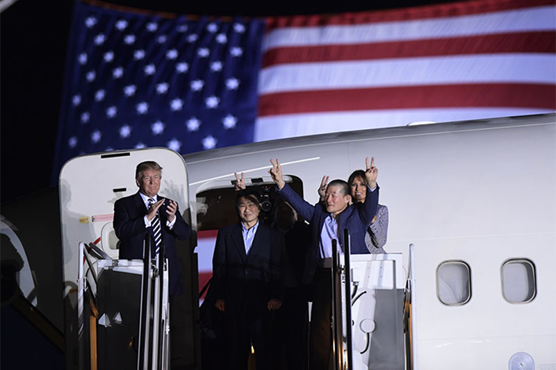 President Donald Trump, from left, greets Tony Kim, Kim Hak Song, seen in the shadow, and Kim Dong Chul, three Americans detained in North Korea for more than a year, as they arrive at Andrews Air Force Base in Md,United States, on Thursday, May 10, 2018. Photo: Associated Press