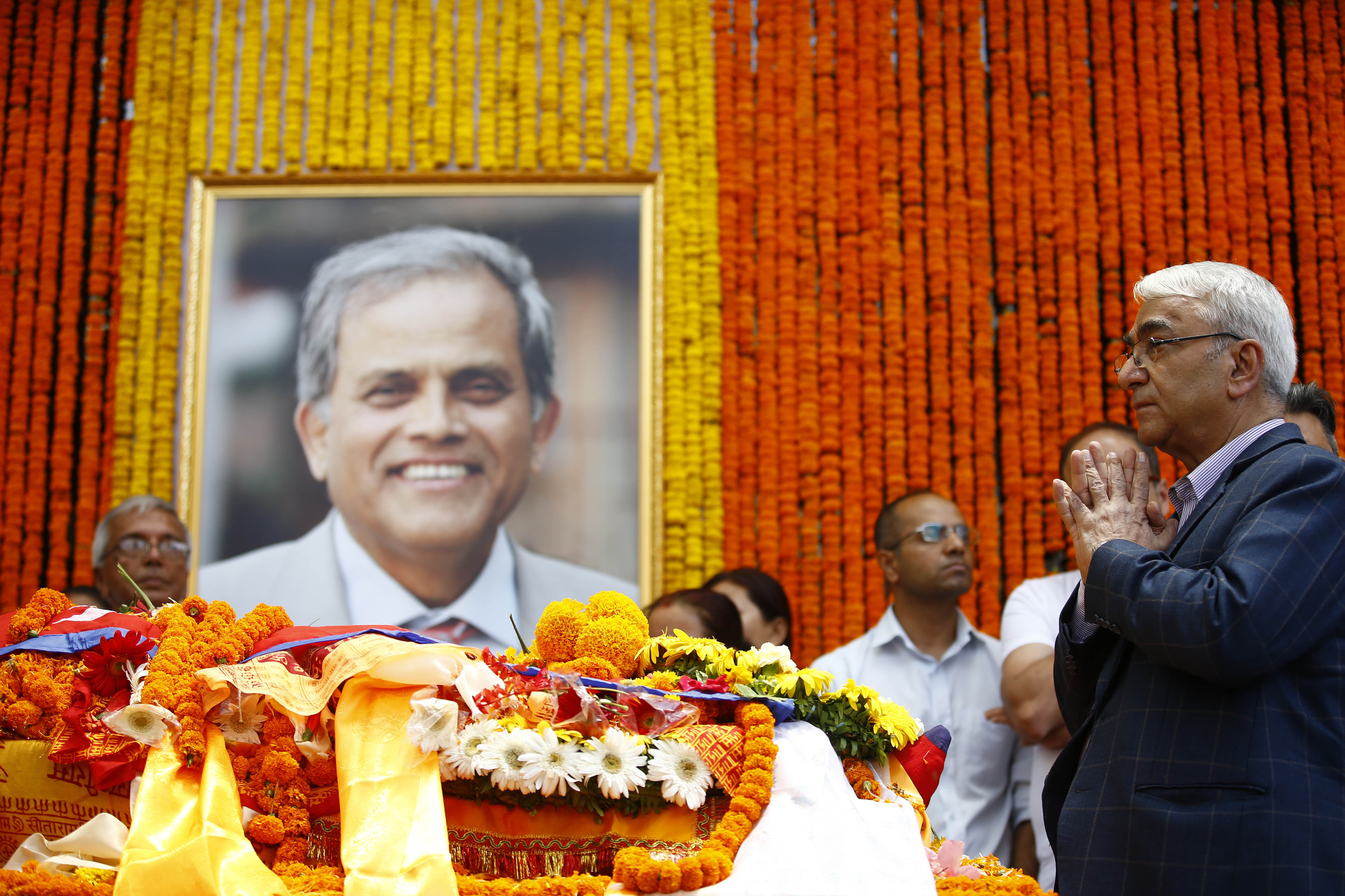 Dr Bhola Rijal pays his final tributes.nPhoto/Skanda Gautam