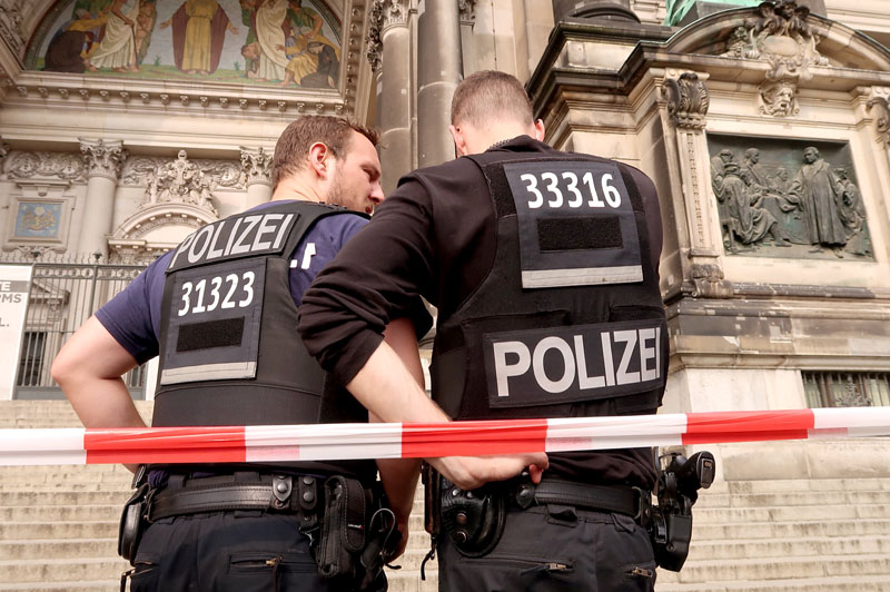 Police in front of the Berliner Dom after a German policeman shot a man at the Berlin Cathedral, German media reported in Berlin, Germany, June 3, 2018.     REUTERS/Fabrizio Bensch