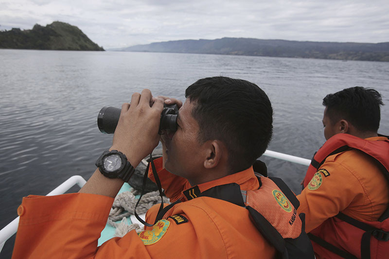 Indonesian rescuers scan the horizon from the deck of a rescue ship as they search for a ferry which sank in Lake Toba, North Sumatra, Indonesia, on June, 20, 2018. Photo: AP