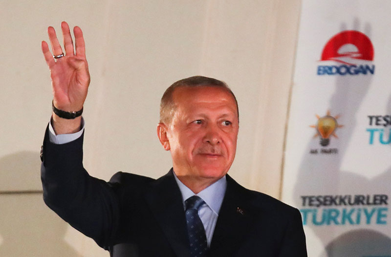 Turkish President Tayyip Erdogan greets his supporters at the AKP headquarters in Ankara, Turkey June 25, 2018. Photo: Reuters