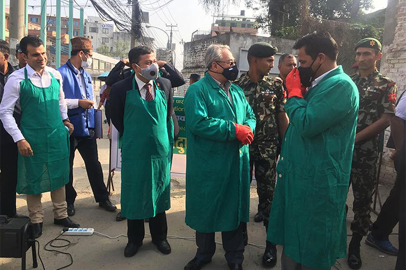 Minister for Home Affairs Ram Bahadur Thapa and Minister for Forest and Environment Shakti Basnet durin a surprise inspection of vehicular pollution at Thapathali intersection of Kathmandu, on Sunday, June 3, 2018. Photo: RSS