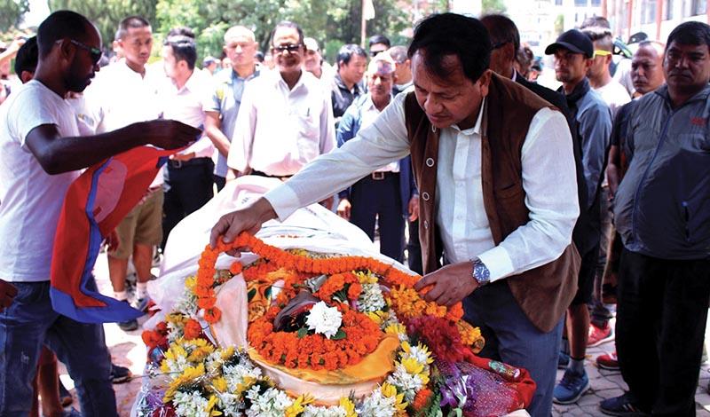 NSC Member Secretary Keshab Kumar Bista paying tribute to cyclist Narayan Gopal Maharjan in Kathmandu on Thursday. Photo: THT