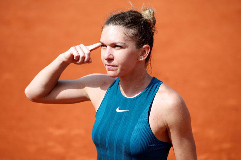 Tennis - French Open - Roland Garros, Paris, France - June 6, 2018   Romania's Simona Halep celebrates winning her quarter final match against Germany's Angelique Kerber   REUTERS/Pascal Rossignol