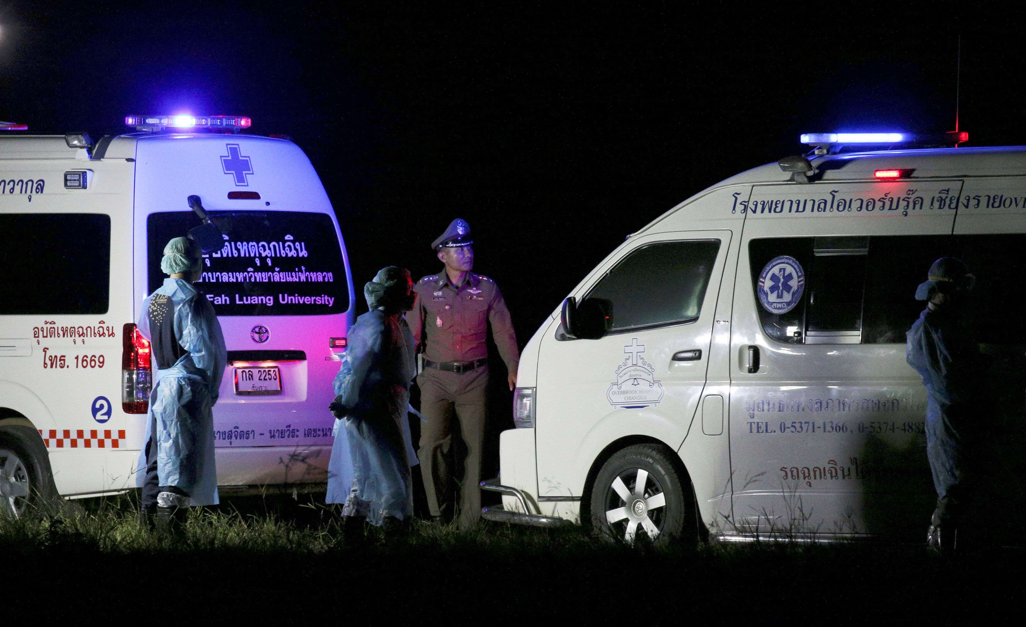 Ambulances wait to transport rescued schoolboys to a hospital at a military airport in Chiang Rai, Thailand, July 9, 2018. Photo: REUTERS Perawongmetha