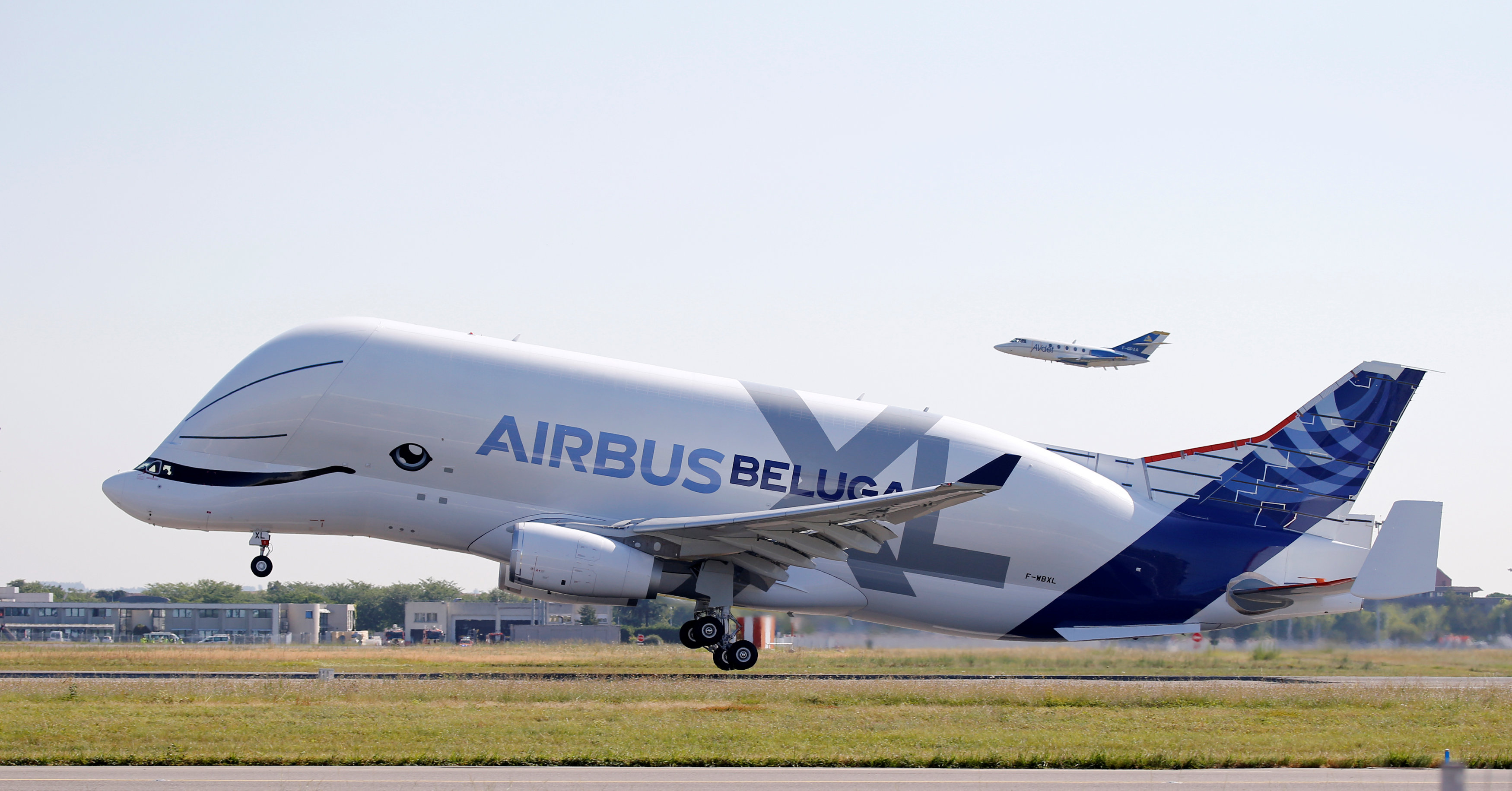 An Airbus Beluga XL transport plane takes off during its first flight event in Colomiers near Toulouse, France, July 19, 2018/REUTERS