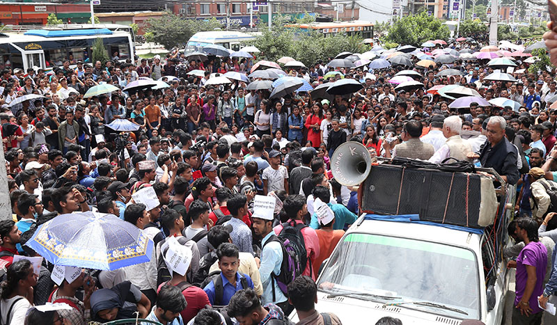 Supporters of Dr Govinda KC putting up a demonstration at a corner meeting organised in Baneshwor, Kathmandu, on Thursday, July 19, 2018. Photo: RSS