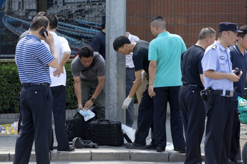 Chinese officials work near the site of a reported blast just south of the U.S. Embassy in Beijing, on Thursday, July 26, 2018. Photo: APn