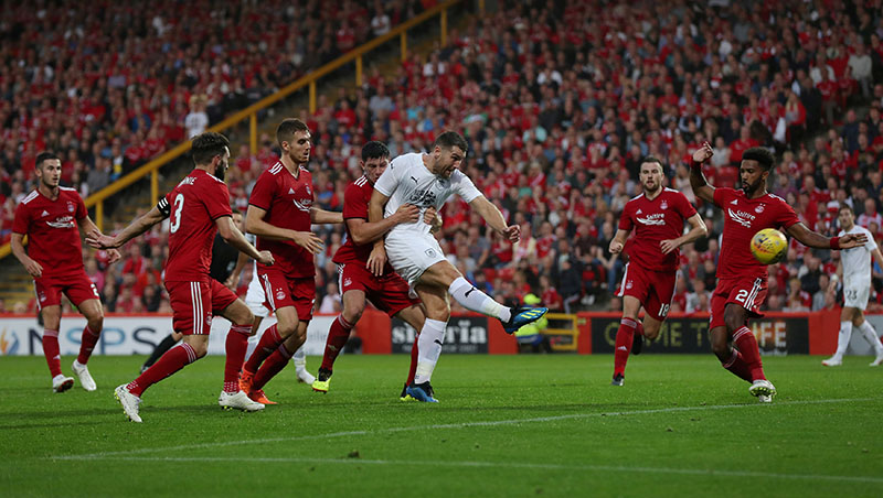 Burnley's Sam Vokes scores their first goal during the Europa League, Second Qualifying, First leg match between Aberdeen and Burnley, at Pittodrie Stadium, in Aberdeen, Britain, on July 26, 2018. Photo: Action Images via Reuters