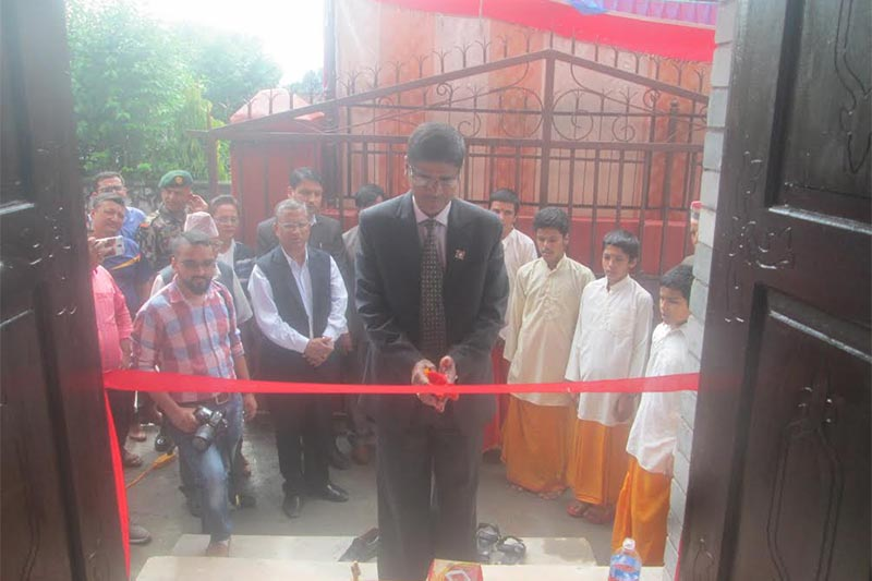 Chief Election Commissioner Ayodhee Prasad Yadav inaugurating a new office building, in Damauli, on Friday, July 13, 2018. Photo: THT