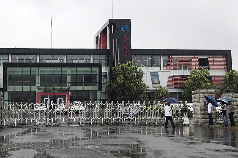 People gather at the gate of Changchun Changsheng Bio-technology Co Ltd, the Chinese vaccine maker, in Changchun, China, on July 26, 2018. Photo: Reuters