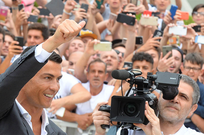 Cristiano Ronaldo gestures as he arrives at the Juventus' medical center in Turin, Italy July 16, 2018. Photo: Reuters