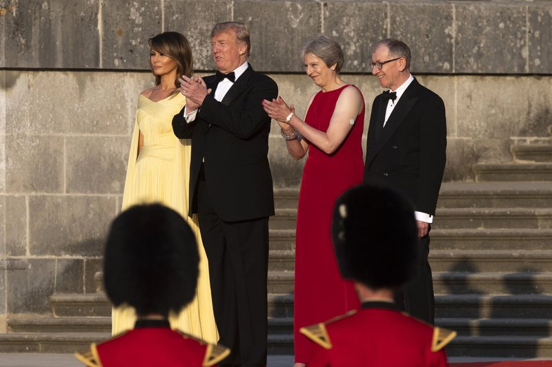 From left, first lady Melania Trump, President Donald Trump, British Prime Minister Theresa May, and her husband Philip May, watch the arrival ceremony at Blenheim Palace, in Blenheim, England, on Thursday, July 12, 2018. Photo: AP