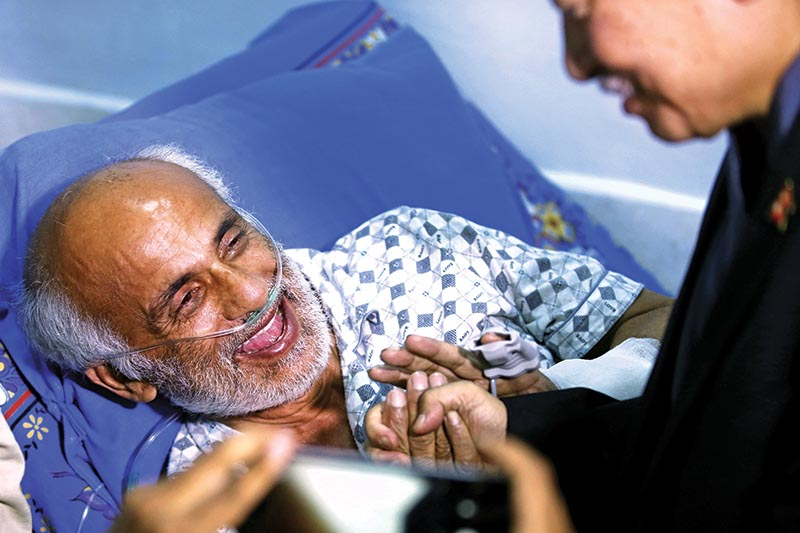 ALL IS WELL THAT ENDS WELL: Dr Govinda KC is all smiles while breaking his 27-day hunger strike after the government agreed to amend the National Medical Education Bill, at TU Teaching Hospital, in Kathmandu, on Thursday, July 26, 2018. Photo: Skanda Gautam/THT