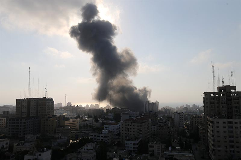 Smoke rises following an Israeli strike on a building in Gaza City July 14, 2018. Photo: Reuters