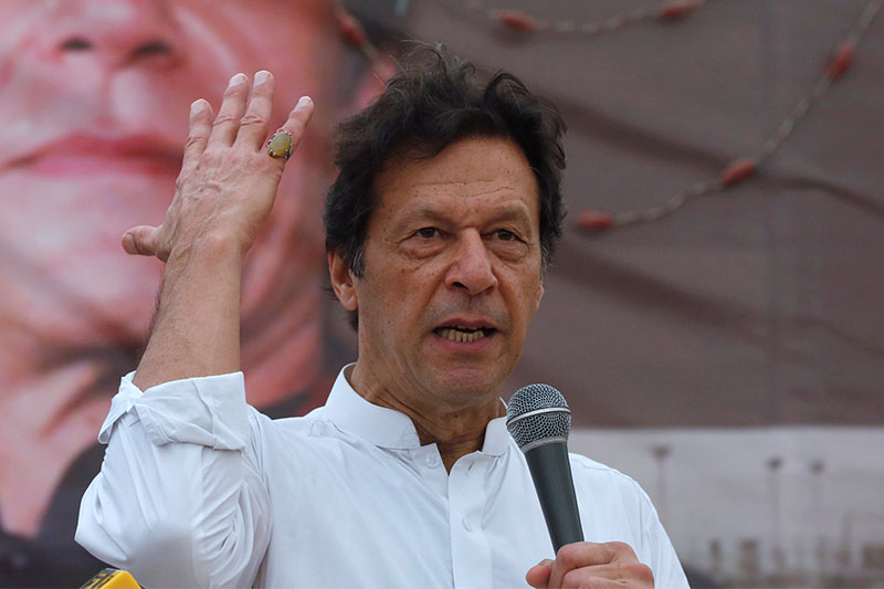 Imran Khan, chairman of the Pakistan Tehreek-e-Insaf (PTI), gestures while addressing his supporters during a campaign meeting ahead of general elections in Karachi, Pakistan, July 4, 2018. Photo: Reuters