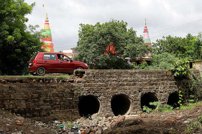A man drives past the site where Mohammed Azam was killed in a mob lynching attack in Murki village in Bidar, India, July 29, 2018. Photo: Reuters