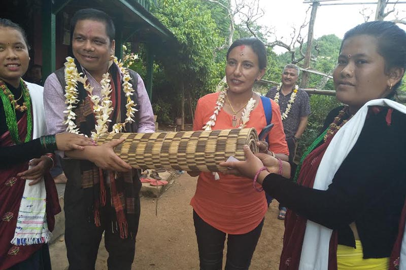 Villagers offering a gift to the UN Indigenous Nationalities Standing Committee Vice-president Fulman Chaudhary, in Manungkot, Tanahun, on Thursday, July 26, 2018. Photo: THT