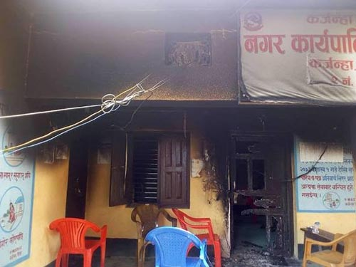 The temporary office building of Karjanha Municipality, which was set ablaze by an unidentified group, in Siraha, on Wednesday, July 11, 2018. Photo: THT