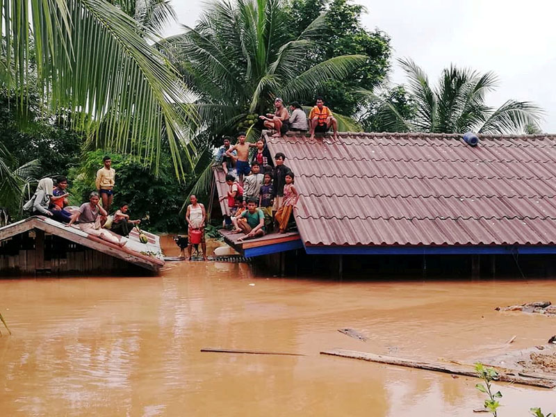 Villagers evacuate after the Xepian-Xe Nam Noy hydropower dam collapsed in Attapeu province, Laos July 24, 2018. Photo: ABC Laos News/Handout via Reuters
