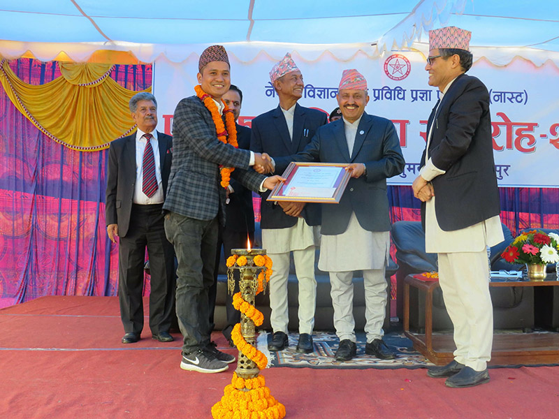 Journalist Laxman Dangol being awarded the Science and Technology Journalism Award by Minister for Education, Science and Technology Giriraj Mani Pokhrel, at the premises of Nepal Academy of Science and Technology (NAST), in Khumaltar, Lalitpur, on Friday, July 6, 2018. Photo: THT
