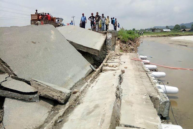 Locals looking at the collapsed bridge over Mahuli River in Saptari, on Monday, July 9, 2018. Photo: THT