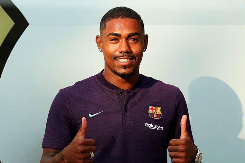 Brazilian soccer player Malcom Filipe Silva de Oliveira poses in front of a FC Barcelona logo at their offices next to Camp Nou stadium in Barcelona, Spain July 24, 2018. Photo: Reuters