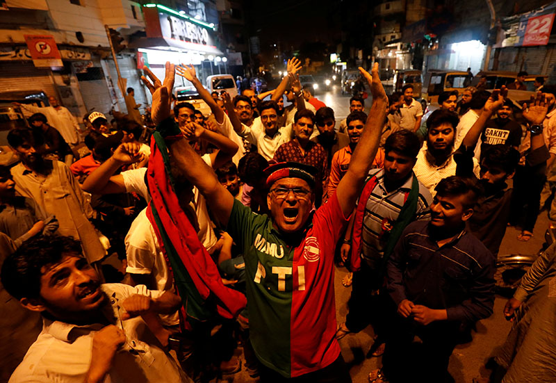Supporters of Pakistan Tehreek-e-Insaf (PTI) political party celebrate along the road during the general election in Karachi, Pakistan, on July 25, 2018.  Photo: Reuters