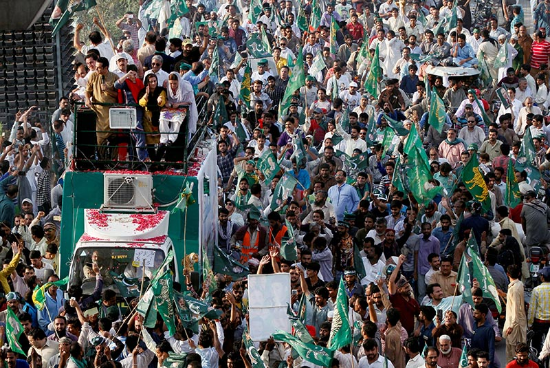Supporters of the Pakistan Muslim League - Nawaz (PML-N) chant and march towards the airport to welcome ousted Prime Minister Nawaz Sharif and his daughter Maryam, in Lahore, Pakistan, on Friday, July 13, 2018. Photo: Reuters