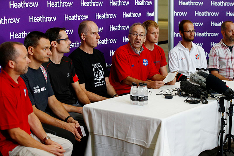 British cave divers, Rick Stanton, Chris Jewell, Connor Roe, Josh Bratchley, Jim Warny, Mike Clayton and Gary Mitchell, are joined by Chairman of the British Cave Rescue Council Peter Dennis as they hold a news conference at Heathrow Airport, having helped in the rescue of the 12 boys in Thailand, in London, Britain, July 13, 2018. Photo: Reuters