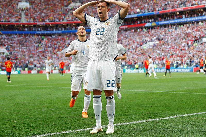 Soccer Football - World Cup - Round of 16 - Spain vs Russia - Luzhniki Stadium, Moscow, Russia - July 1, 2018  Russia's Artem Dzyuba celebrates scoring their first goal                  REUTERS/Kai Pfaffenbach