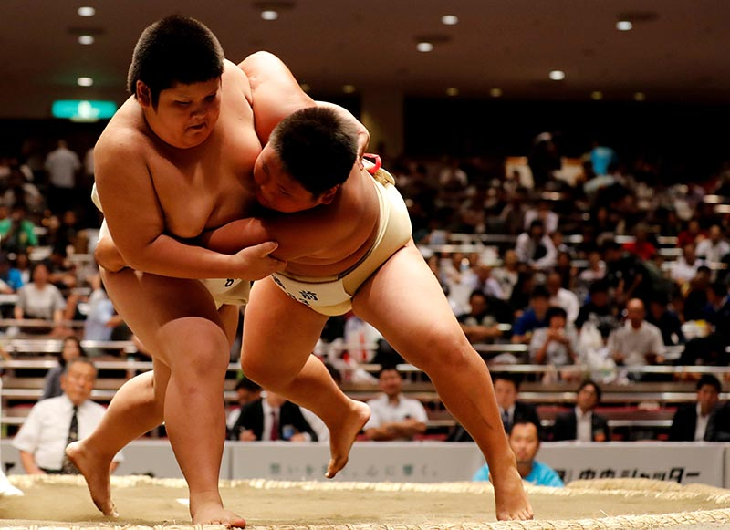 Elementary school sumo wrestlers compete in the sumo ring during the Wanpaku sumo-wrestling tournament in Tokyo, Japan, on July 29, 2018. Photo: Reuters