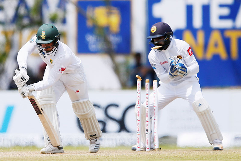 South Africa's Quinton de Kock (L) is bowled out by Sri Lanka's Dilruwan Perera (not pictured) next to wicketkeeper Niroshan Dickwella. Photo: Reuters