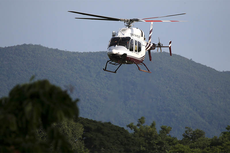 A military helicopter carrying rescued schoolboys approaches to land at a military airport in Chiang Rai, Thailand, July 9, 2018. Photo: Reuters