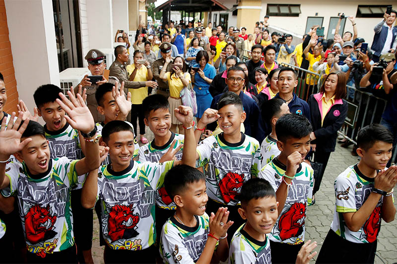 People react as the 12 soccer players and their coach who were rescued from a flooded cave arrive for their news conference in the northern province of Chiang Rai, Thailand, July 18, 2018. Photo: Reuters
