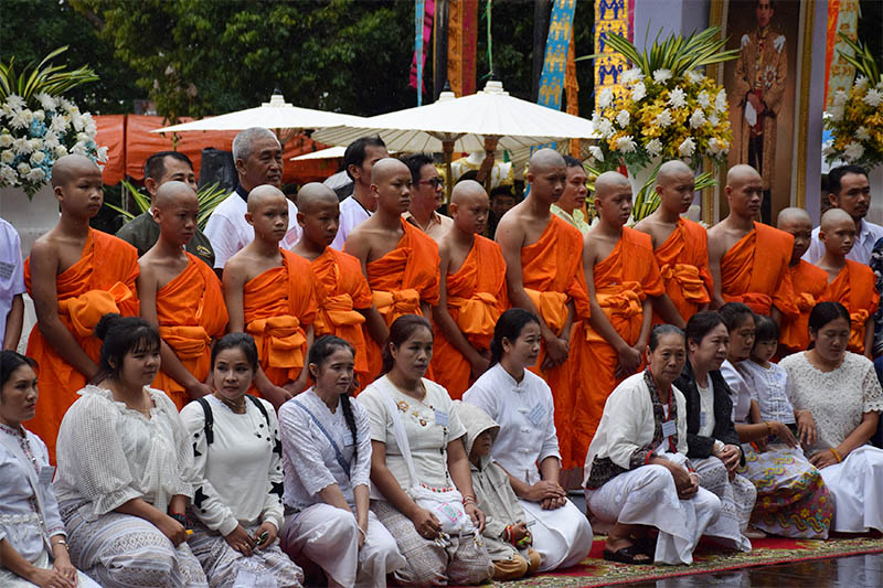 Members of the soccer team rescued from a cave attend a Buddhist ordination ceremony at a temple at Mae Sai, in the northern province of Chiang Rai, Thailand July 25, 2018. Photo: Reuters