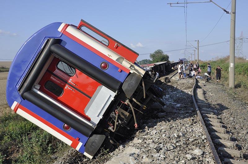 A derailed train is seen near Corlu in Tekirdag province, Turkey, July 8, 2018. Photo: Dogan News Agency via Reuters