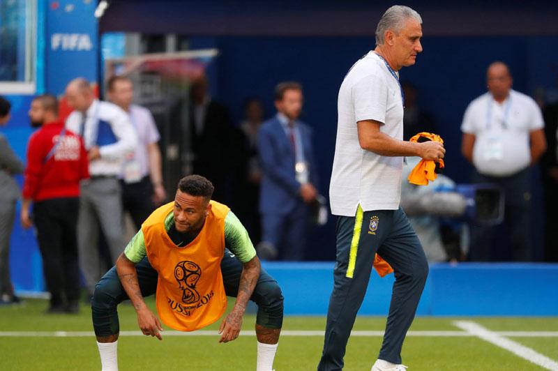 Soccer Football - World Cup - Brazil Training - Samara Arena, Samara, Russia - July 1, 2018   Brazil's Neymar and coach Tite during training   REUTERS/David Gray