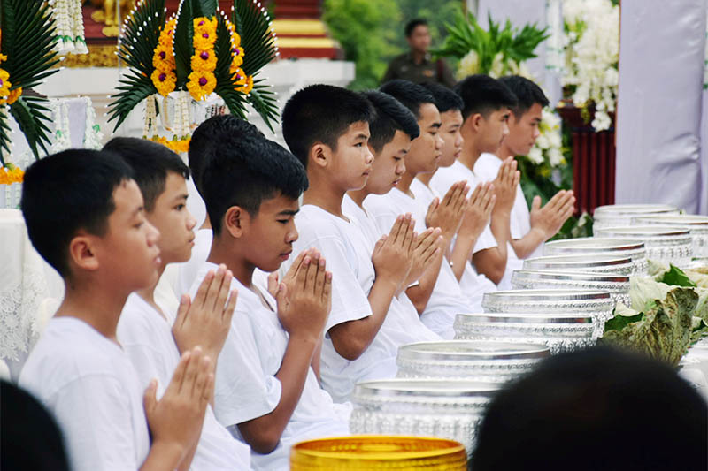 Members of the soccer team rescued from a cave are seen during ordination ceremony, in a temple at Mae Sai, in the northern province of Chiang Rai, Thailand July 24, 2018. Photo: Reuters